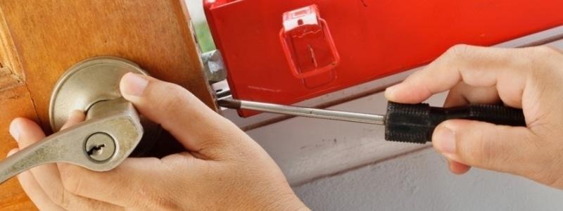 הרכבה ופירוק של דלתות בנתניה אמיר המנעולן פורץ מנעולים בנתניה 24 7